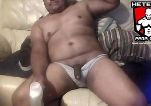mexicano hetero orinando frente a cam