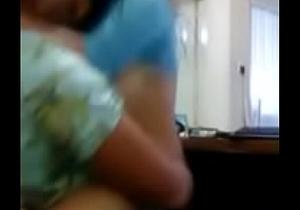 Sabrosa teen dando sentones en el trabajo - Mas en http://igram.im/WYmPu