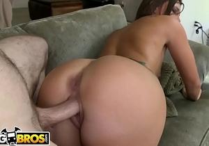 BANGBROS - Teen Jamie Jackson Shows Off Her Beautiful Round Ass!