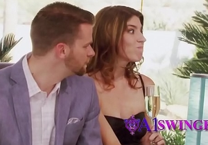 Casual swingers want to nail each other badly