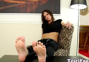 Amateur tgirl playing with pediured feet