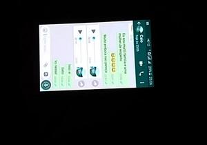 Esposa puta fazendo boquete para o corno e falando com o comedor no whatsapp
