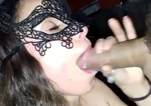 Marido gozando na boca da esposa