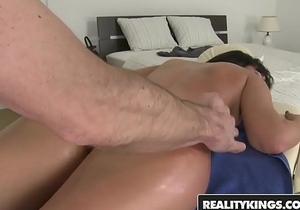 RealityKings - Mikes Apartment - Choky Ice, Nia Black - Massaging It In