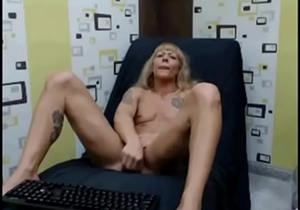 muscular milf on cam