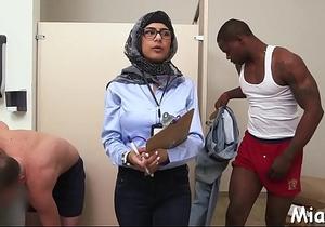 2 schlongs get stroked by arab babe